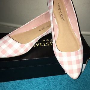 Sooo cute NWT shoes pink and Rose comfortable